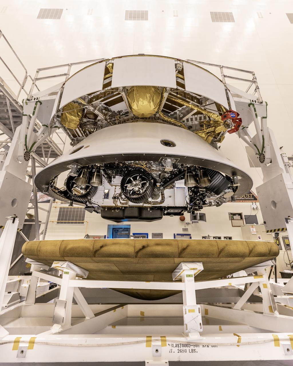 Perseverance Mars2020 rover bouclier préparation © NASA/Christian Mangano