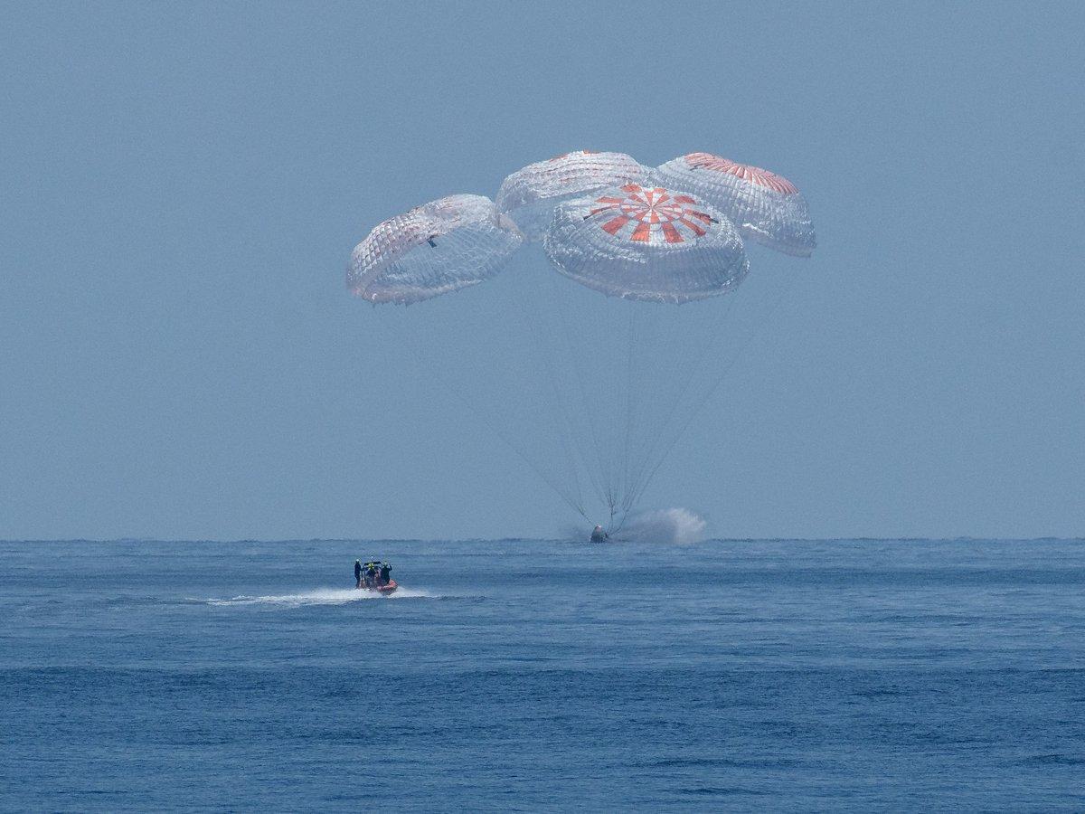 Crew Dragon DM2 amerrissage © NASA/B. Ingalls