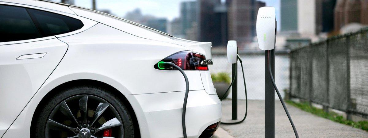 Tesla charge a destination © Tesla