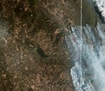 De l'imagerie satellite coordonnée avec des objets au sol pour lutter contre les incendies