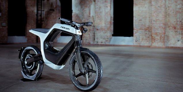 L'allemand NOVUS montre l'avancée de sa moto électrique futuriste tout en fibre de carbone