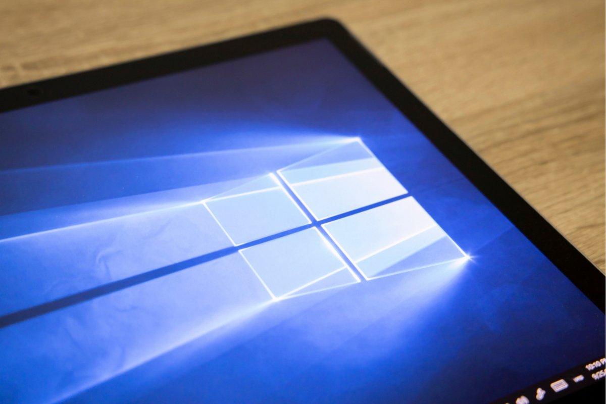 Windows 10 © charnsitr / Shutterstock.com