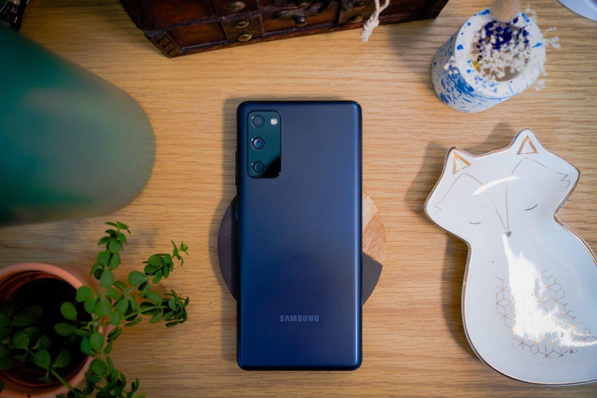 Samsung Galaxy S20 FE © © Pierre Crochart pour Clubic