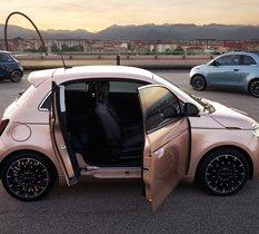 Fiat présente la 500 Electric 3+1, une citadine trois portes asymétrique