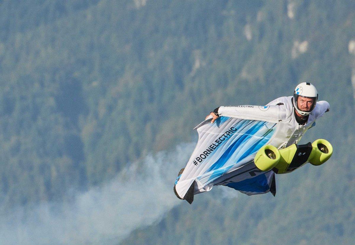 Electrified Wingsuit BMW i © BMW