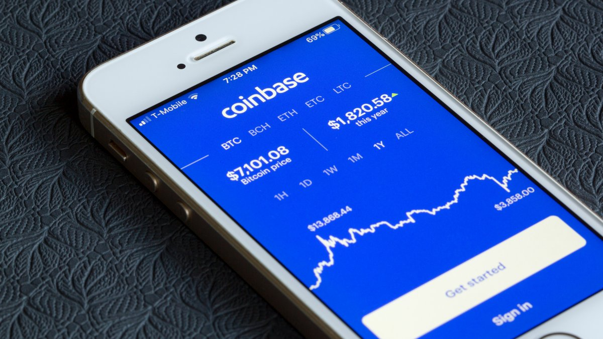 Coinbase © Tada Images / Shutterstock.com