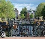 Aux Pays-Bas, des chargeurs de vélos électriques remplacent les cendriers dans les gares
