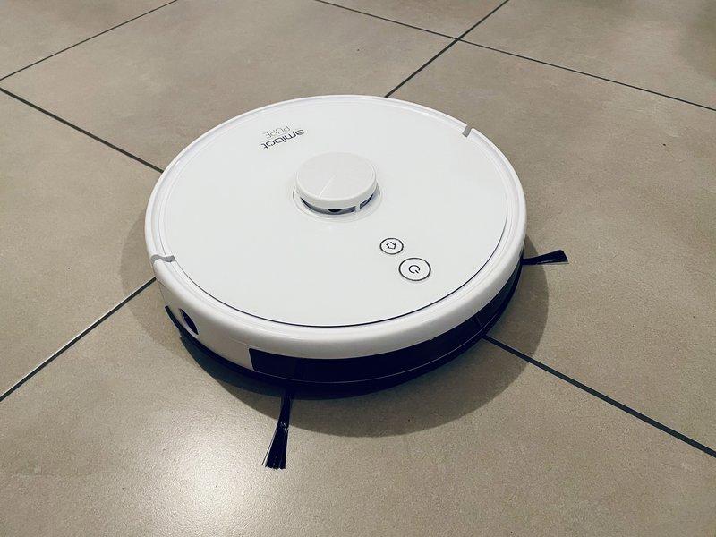 Test Amibot Pure Laser H2O : un aspirateur robot qui lave et désinfecte le sol... Pour un résultat convaincant ? - Clubic