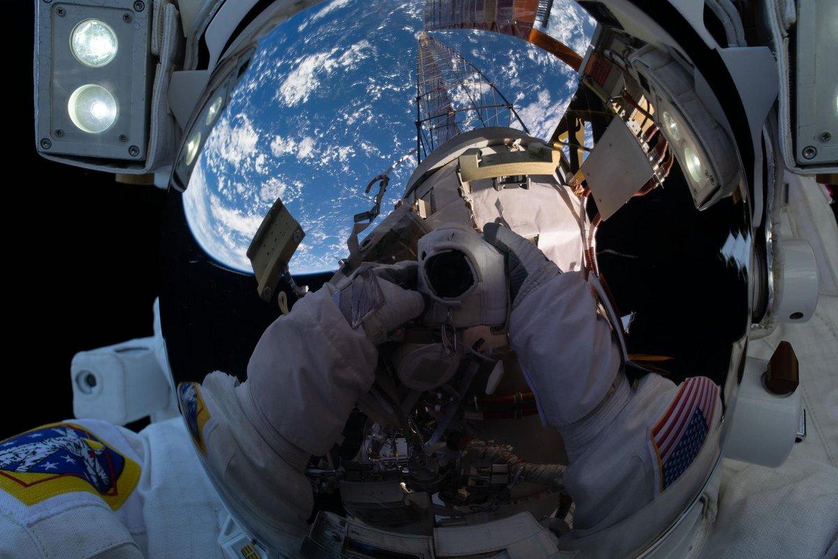 EVA ISS Scaphandre selfie © NASA