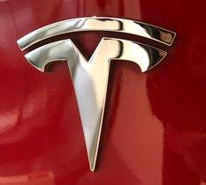 Tesla met fin à son système de parrainage