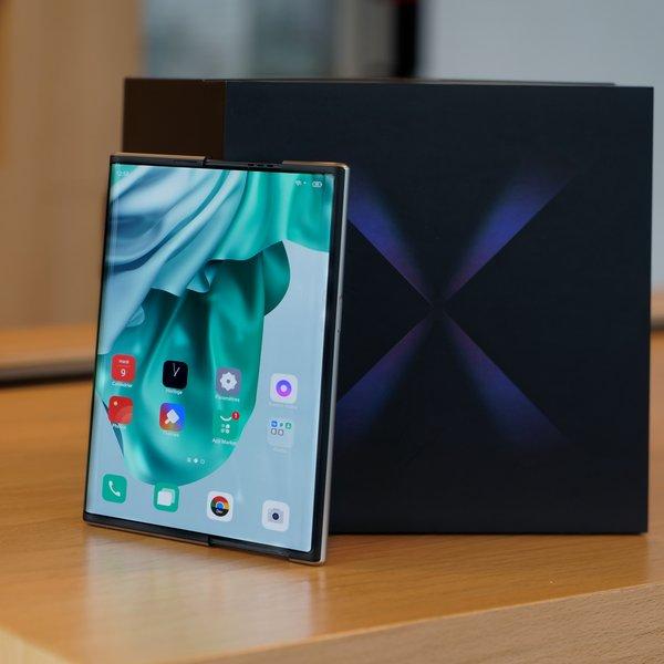 OPPO X 2021 : notre prise en main du premier smartphone à écran enroulable - Clubic