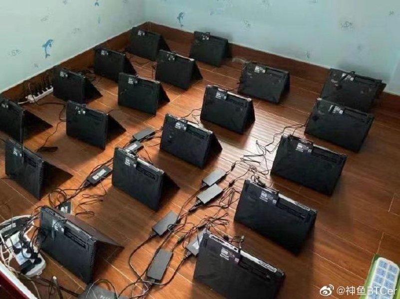 Ces mineurs de crypto passent à la vitesse supérieure avec cette ferme composée d'une centaine de laptops - Clubic