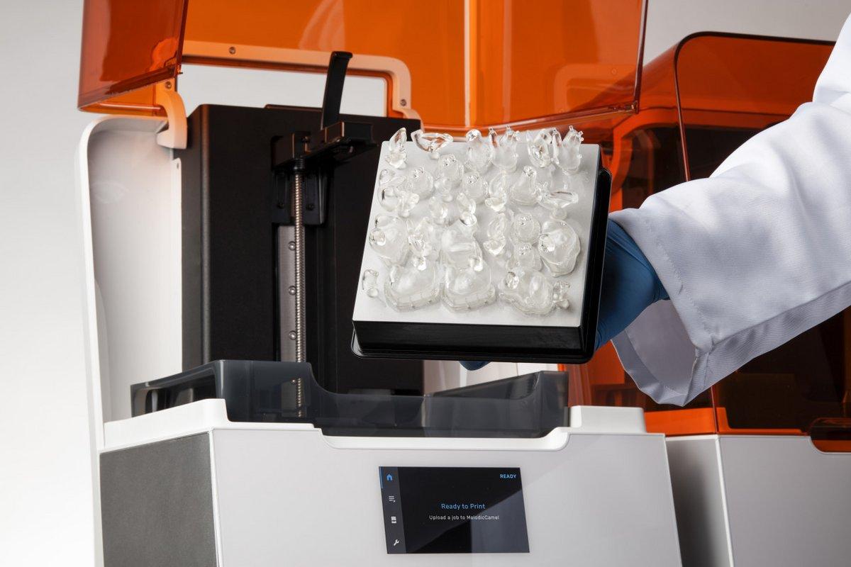 Imprimante 3D et écouteurs © Formlabs