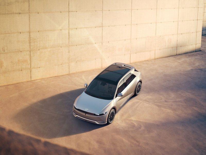 Hyundai dévoile son électrique Ioniq 5 dotée d'un toit solaire et capable de charger d'autres véhicules - Clubic