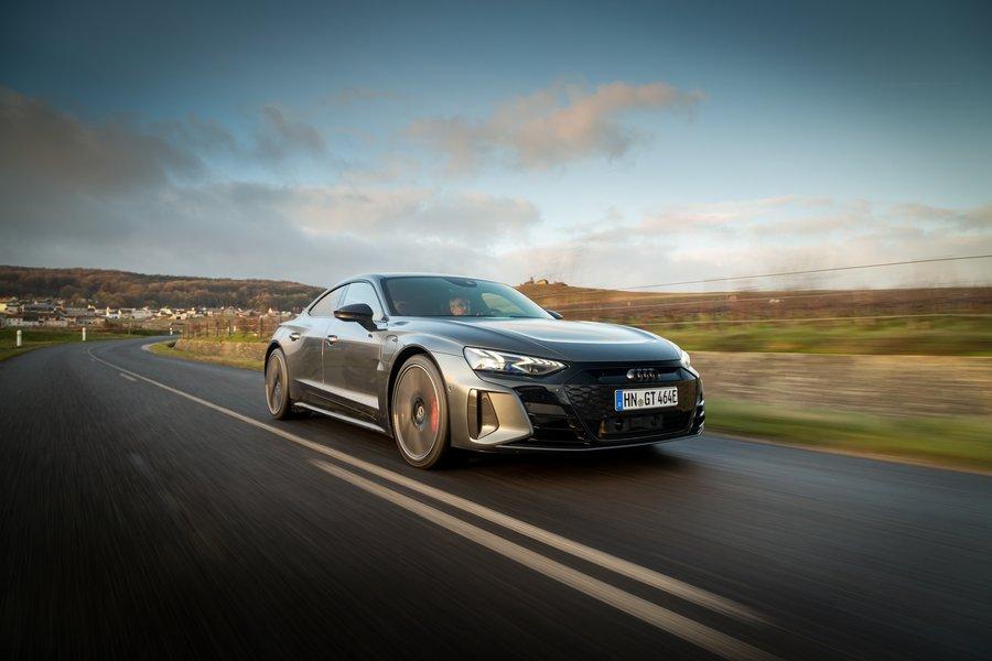 Audi RS e-tron GT : nos premières impressions au volant de la cousine du Porsche Taycan - Clubic