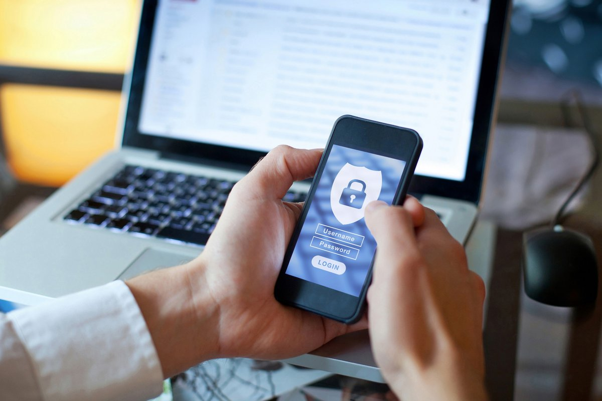 Safe web browsing © Shutterstock