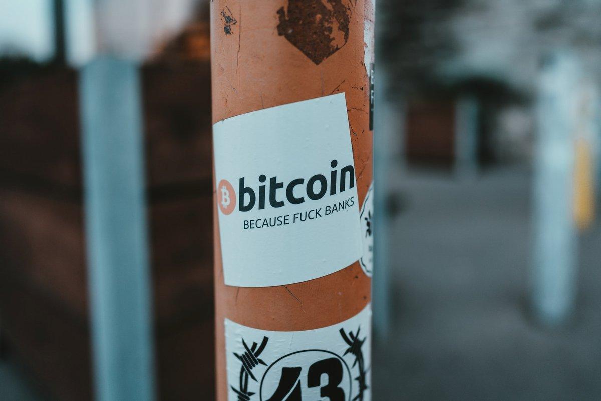 Bitcoin - because fuck banks © Claudio Schwar Purzlbaum / Unsplash
