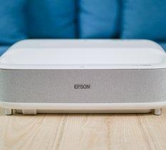 Test Epson EH-LS300 : le vidéoprojecteur ultra courte focale à la luminosité extrême