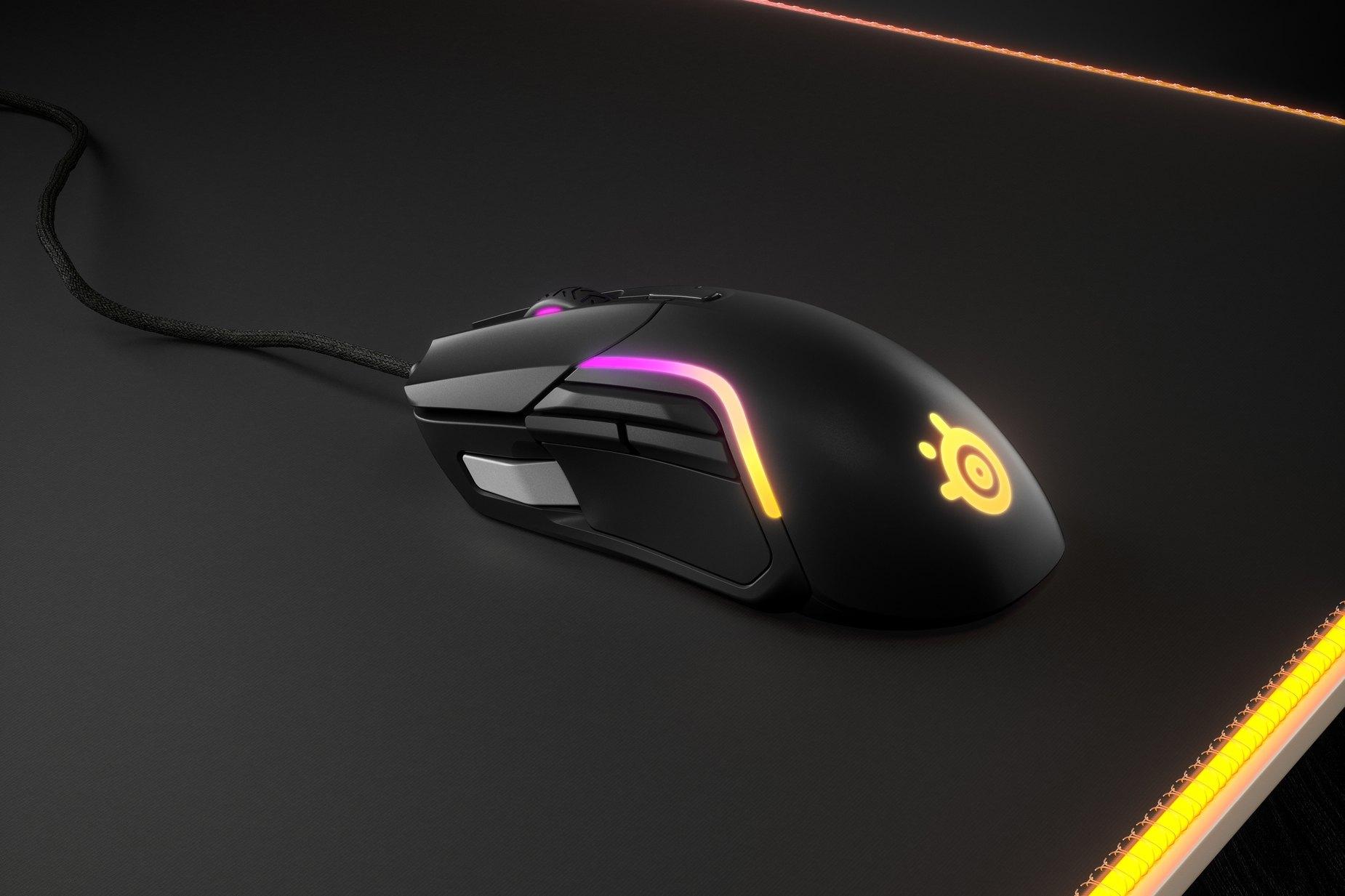 SteelSeries dévoile sa nouvelle souris gaming boostée au RGB, la Rival 5