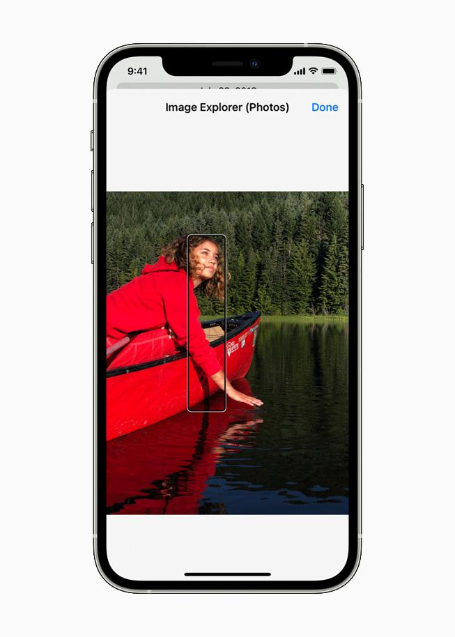 iOS 15 voiceover image © © Apple