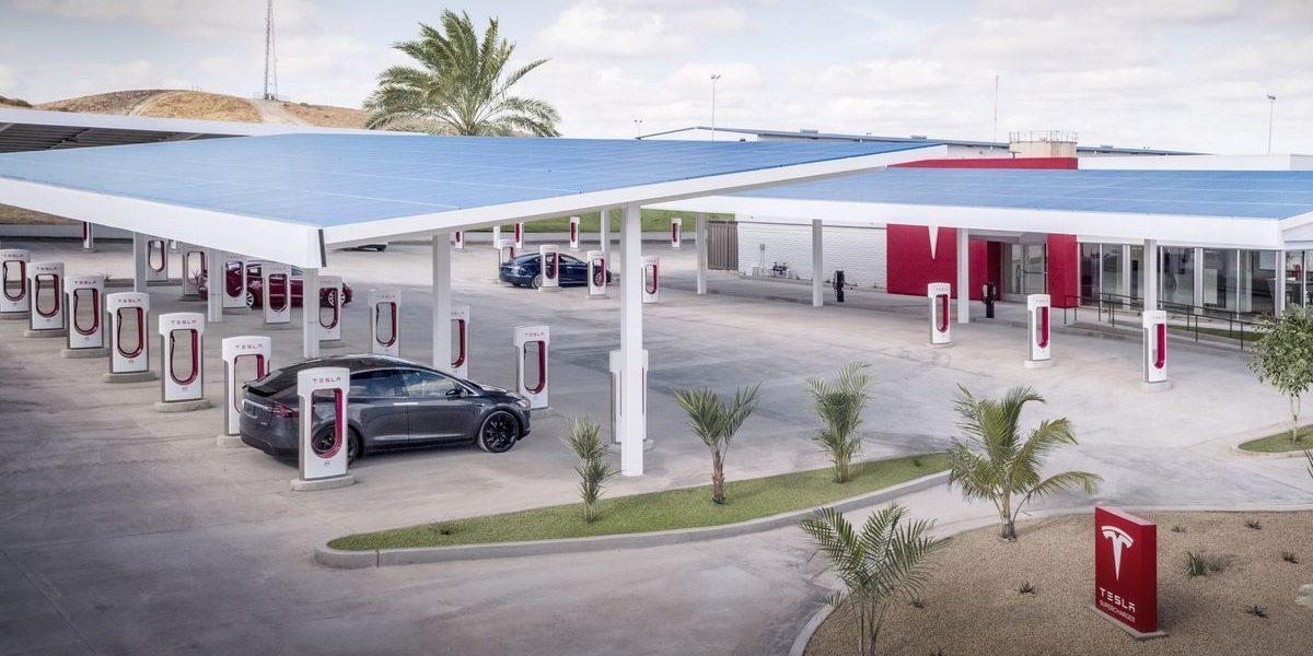 Tesla Supercharger © © Tesla