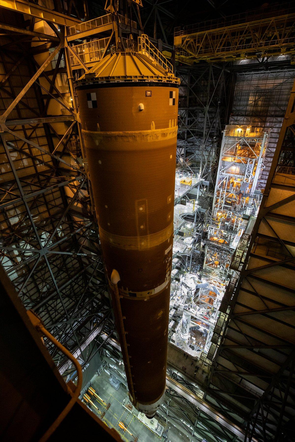 SLS assemblage Artemis 1 centre © NASA/Cory Huston