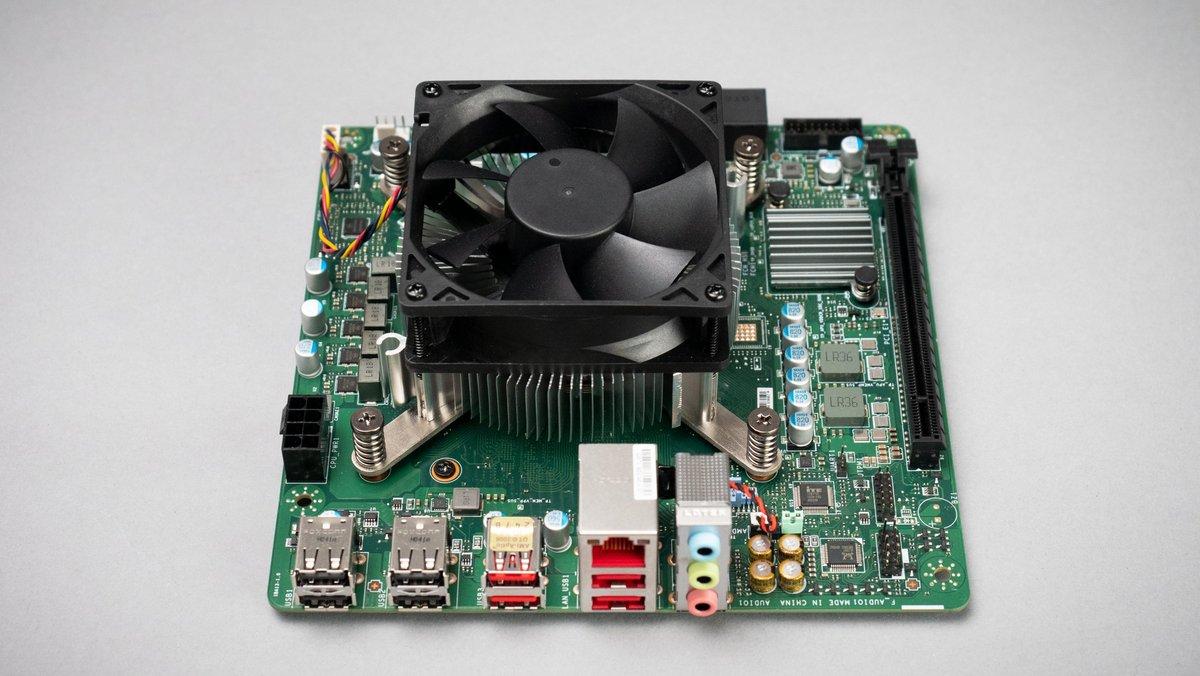 AMD 4700S Desktop Kit © Tom's Hardware
