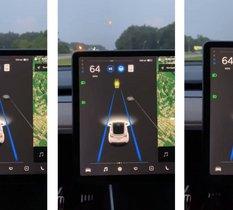 L'Autopilot d'une voiture Tesla confond le feu orange de circulation avec... la Lune