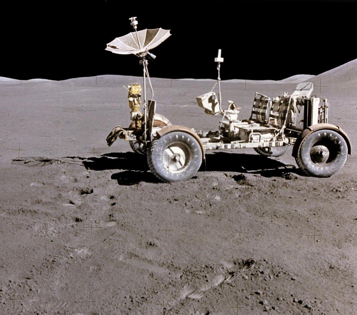 Jeep lunaire LRV sur la Lune Apollo 15 © NASA