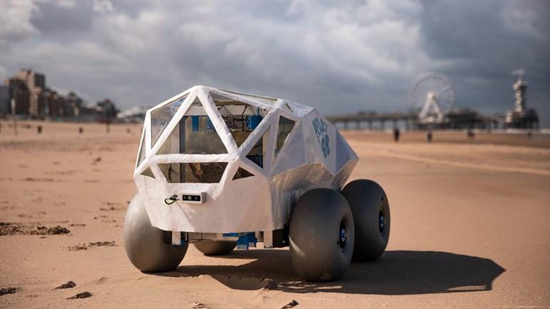 robot © TechTics