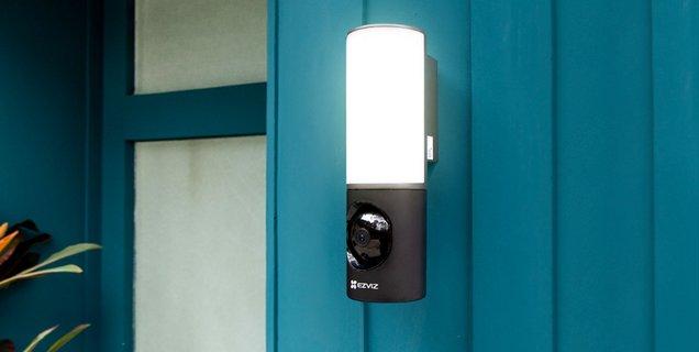 Test Ezviz LC3 : caméra IP et luminaire LED, le deux-en-un efficace et abordable ?