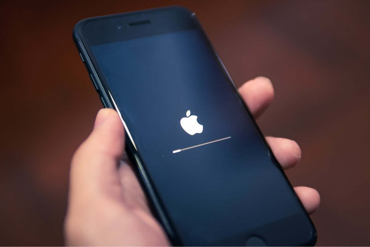 Apple © © Wachiwit / Shutterstock.com