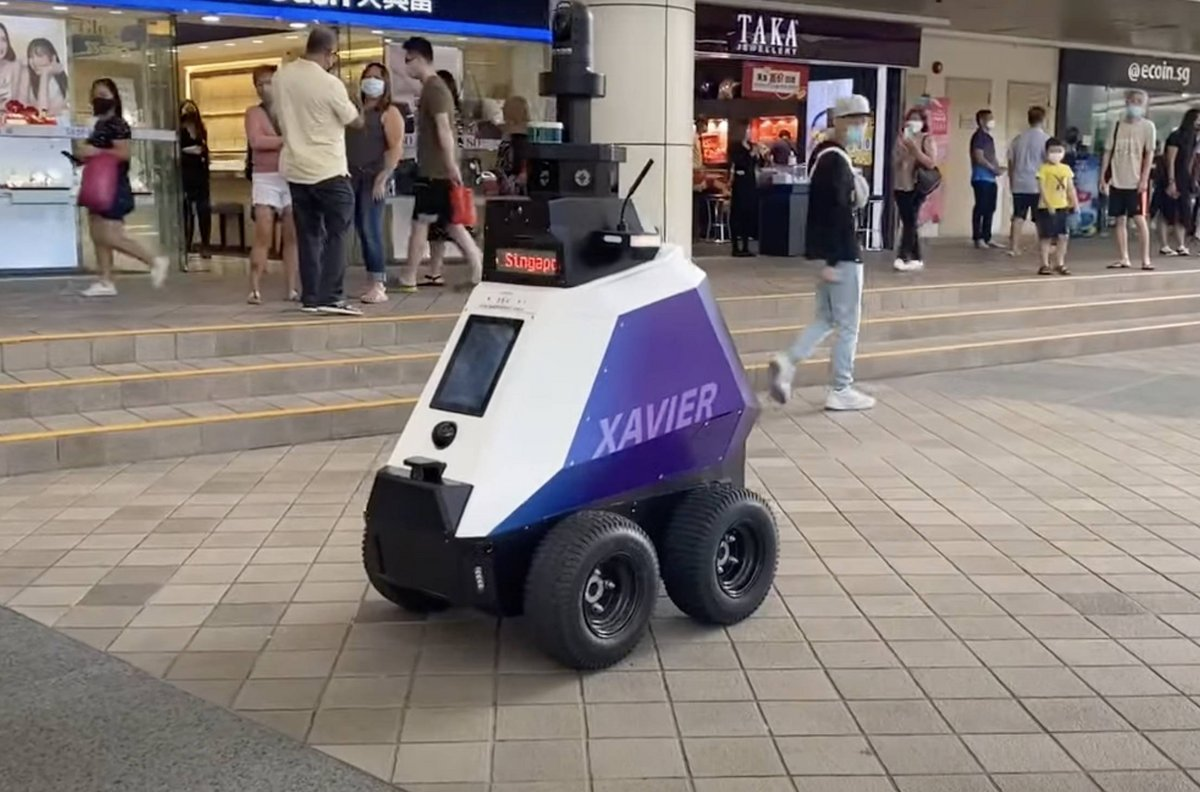 robot Xavier © © YouTube / The Straits Times
