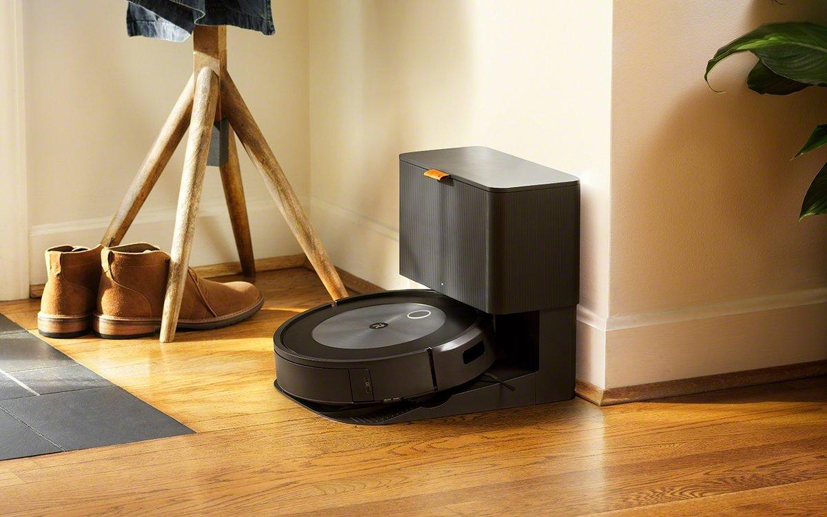 iRobot Roomba j7+ © iRobot