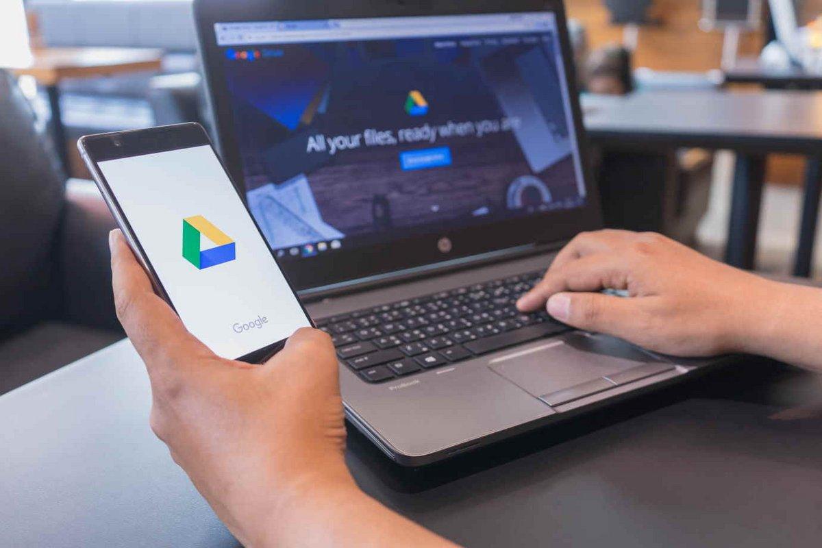 Google Drive © Nopparat Khokthong / Shutterstock.com