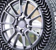 Les pneus « sans air » increvables Michelin Uptis ont été présentés à Munich