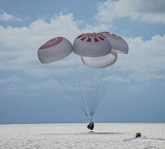 Les quatre touristes de SpaceX ont atterri sans encombre ce week-end