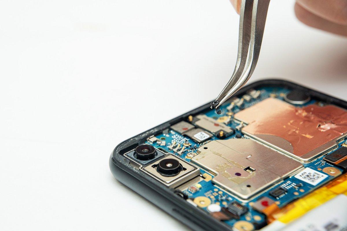 Smartphone réparer réparation © Shutterstock