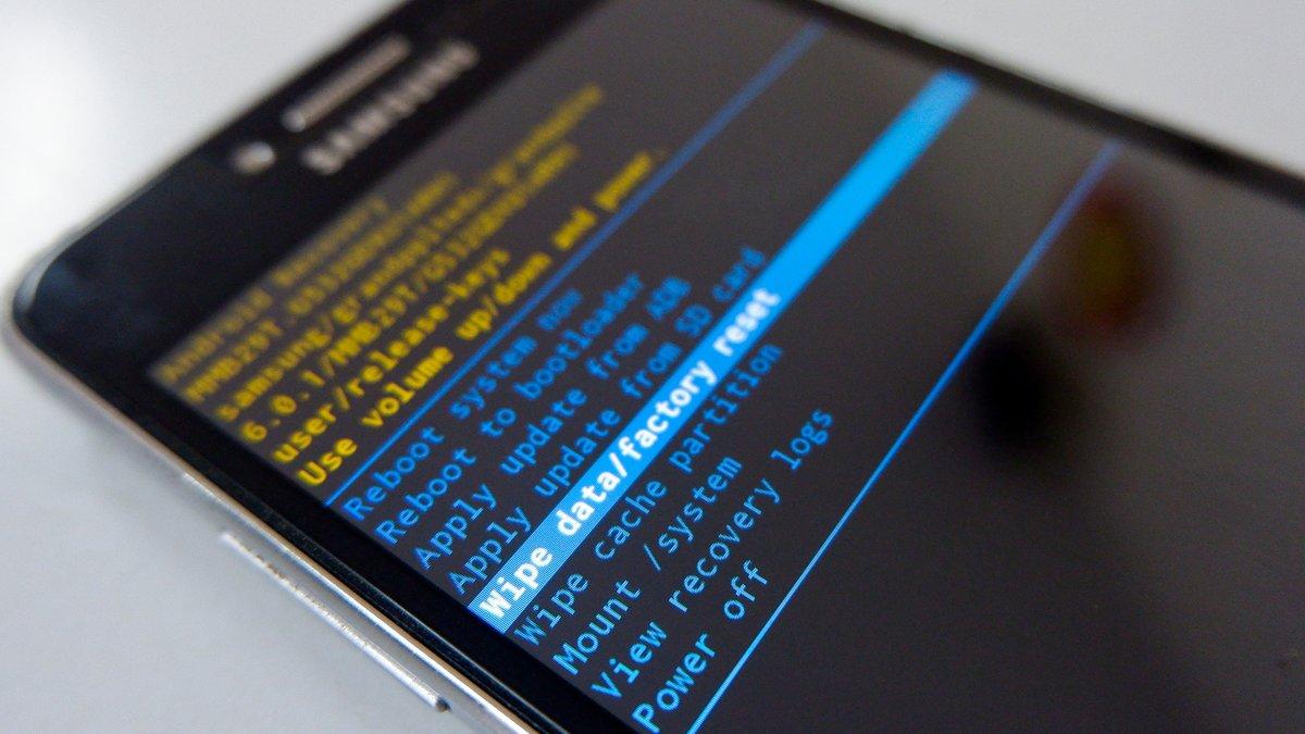 Smartphone remise à zero © Shutterstock