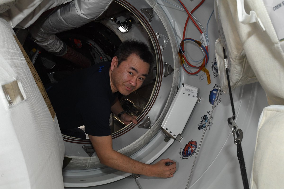 ISS Akihiko Hoshide © NASA/JAXA