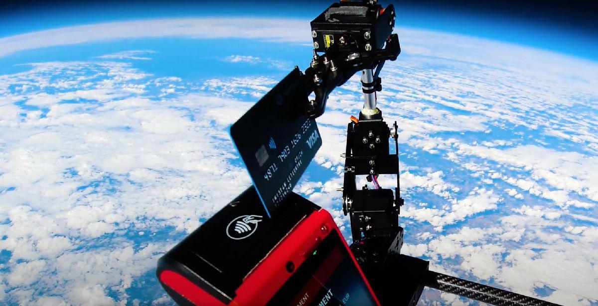 Paiement VISA depuis l'espace © Mooncard