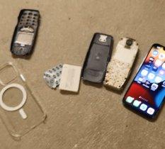 iPhone 13 Pro vs Nokia 3310 : devinez qui résiste à une chute de 20 étages ?