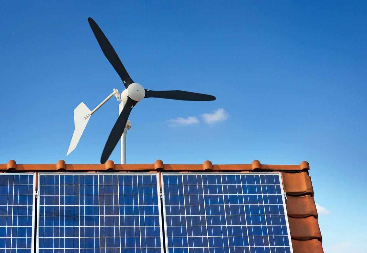 08268582-photo-eolienne-maison-panneaux-solaires.jpg